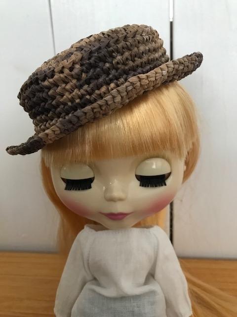 カンカン帽子をかぶっているブライスbunちゃん