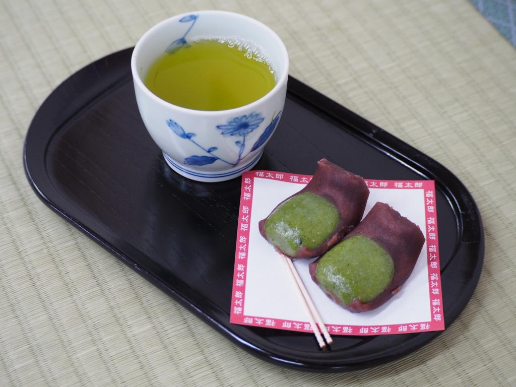 お茶もついた福太郎餅のセット
