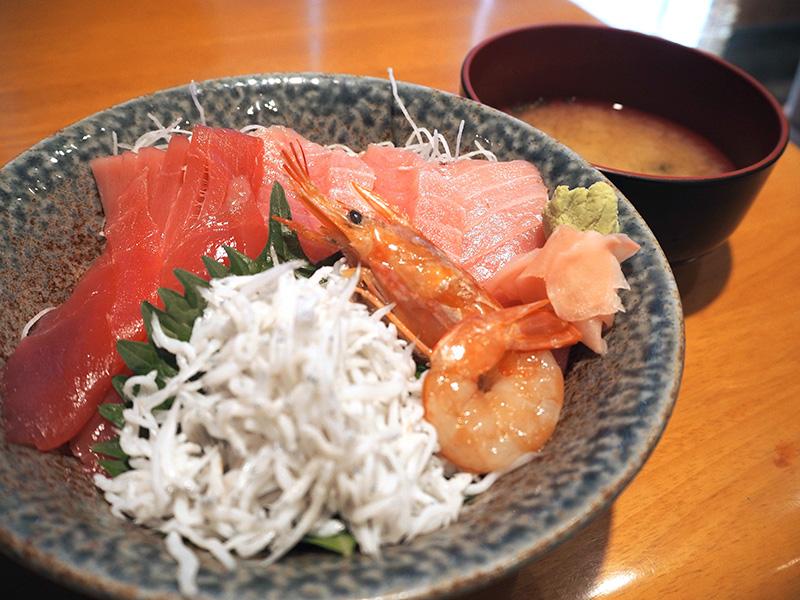 清水港の生マグロ丼