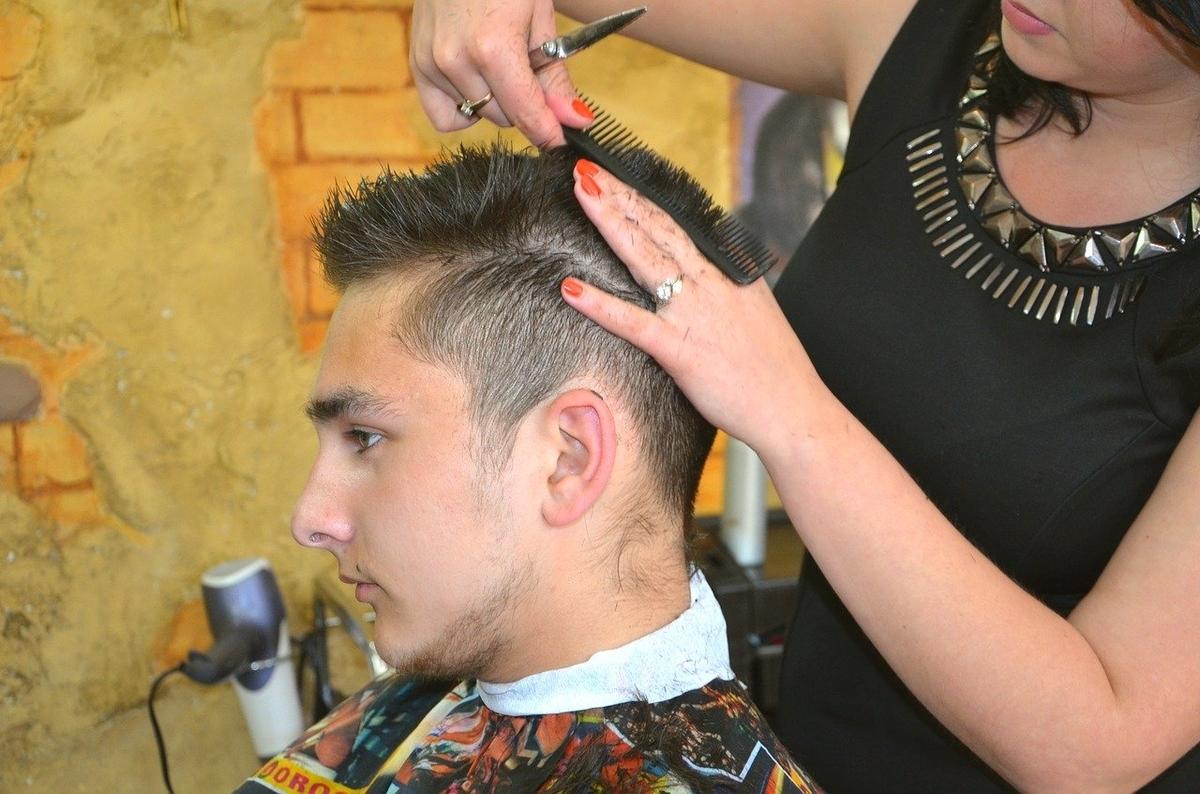 薄毛をごまかす方法-髪型