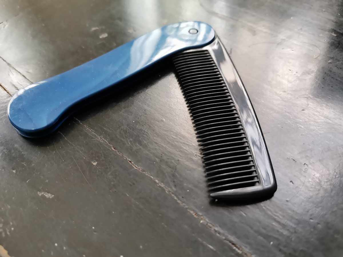 くしで正しくブラッシングすると薄毛が改善される?