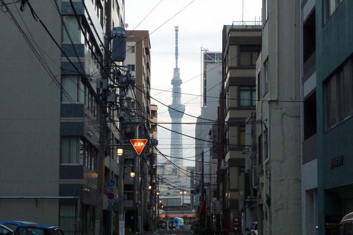 東京都北上野付近から見た東京スカイツリー