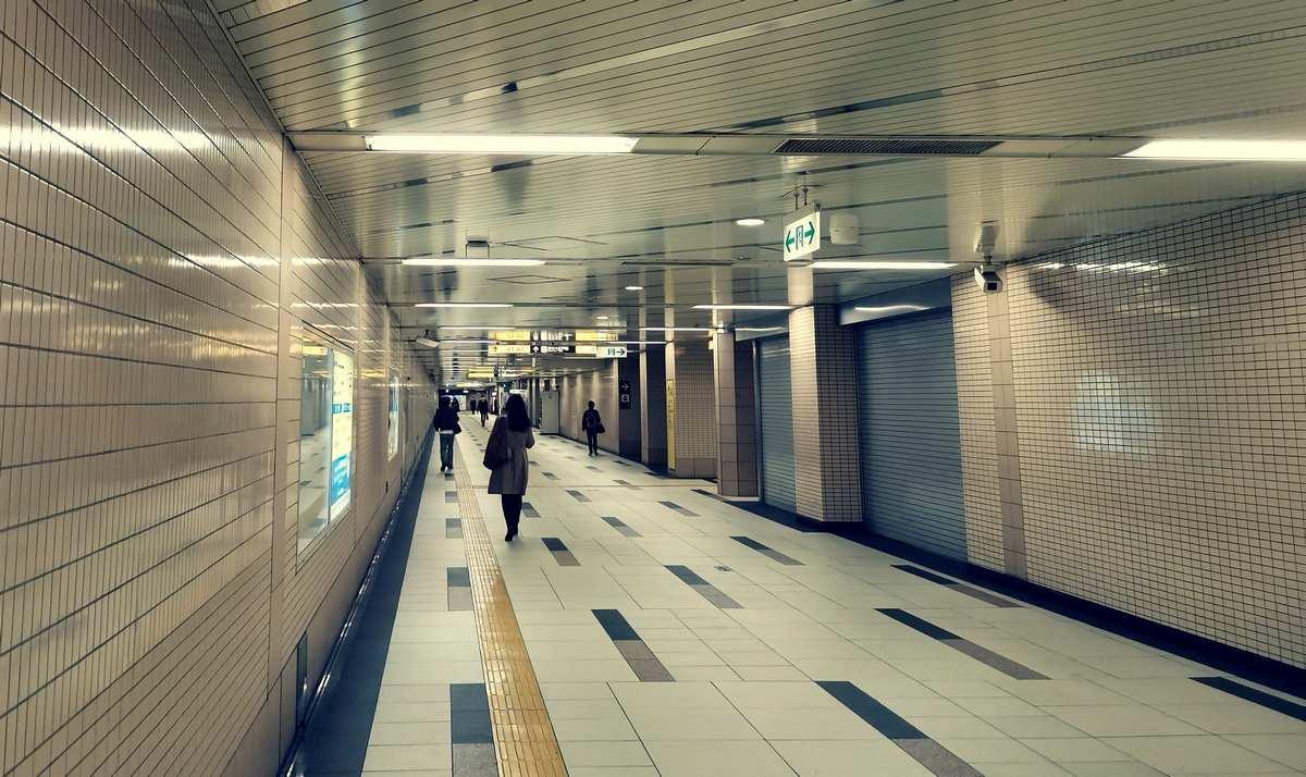 新御徒町駅構内の様子。A4出入口から入って、都営大江戸線の改札に向かっている時に撮影した。