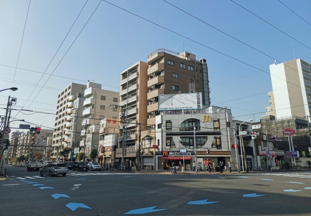 都営新宿線菊川駅A4出口付近の風景。