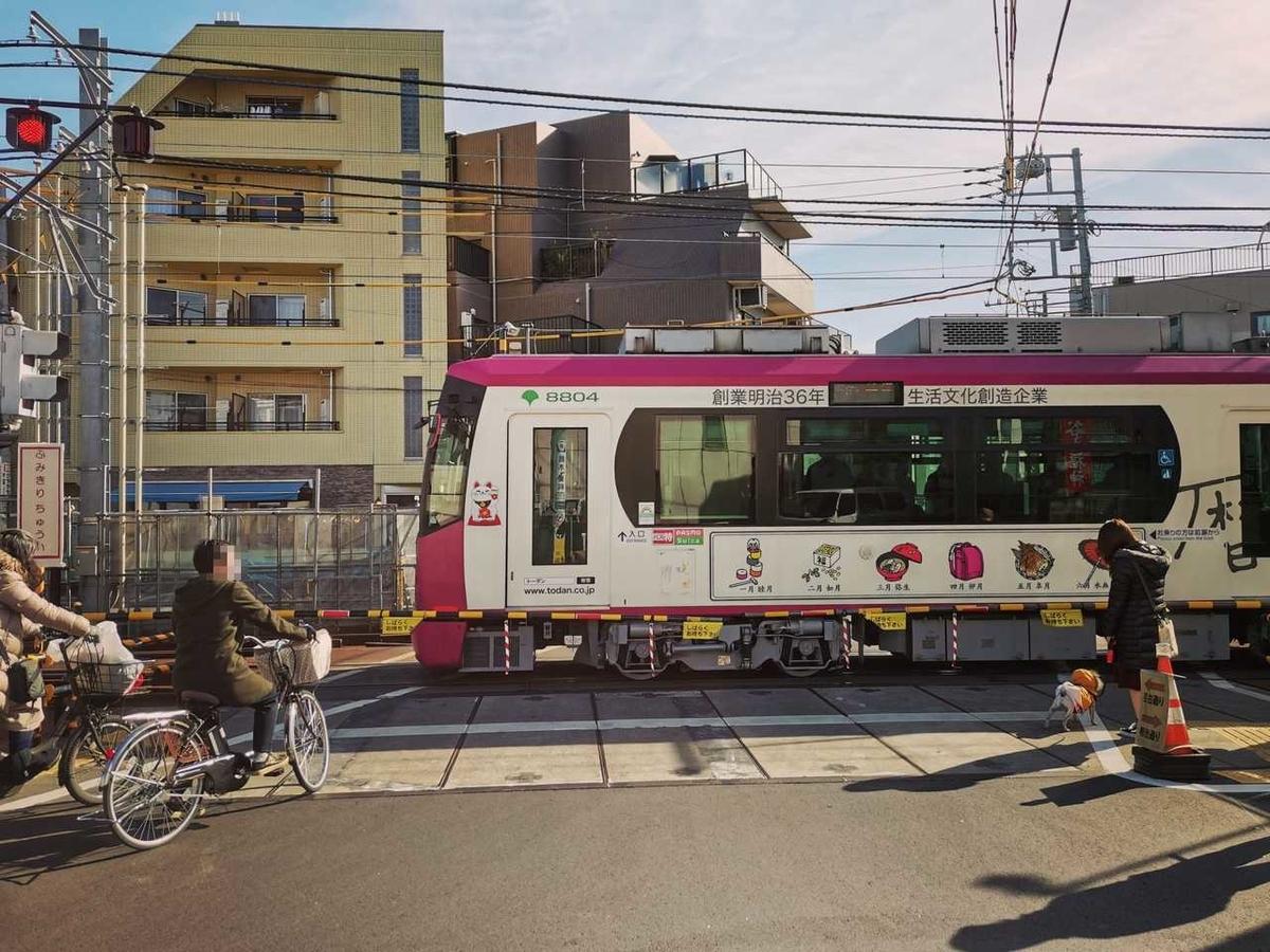 早稲田駅を出発する都電荒川線