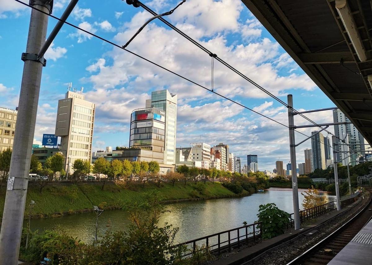 JR飯田橋駅のホームから撮影した風景