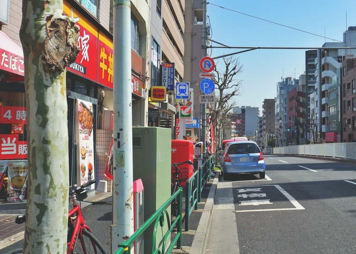 東京メトロ東西線の早稲田駅の1番出入口付近の風景