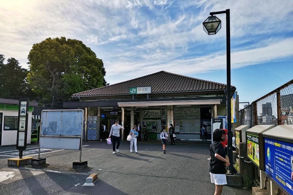 JR山手線と京浜東北線が乗り入れている鶯谷駅の南口の風景。