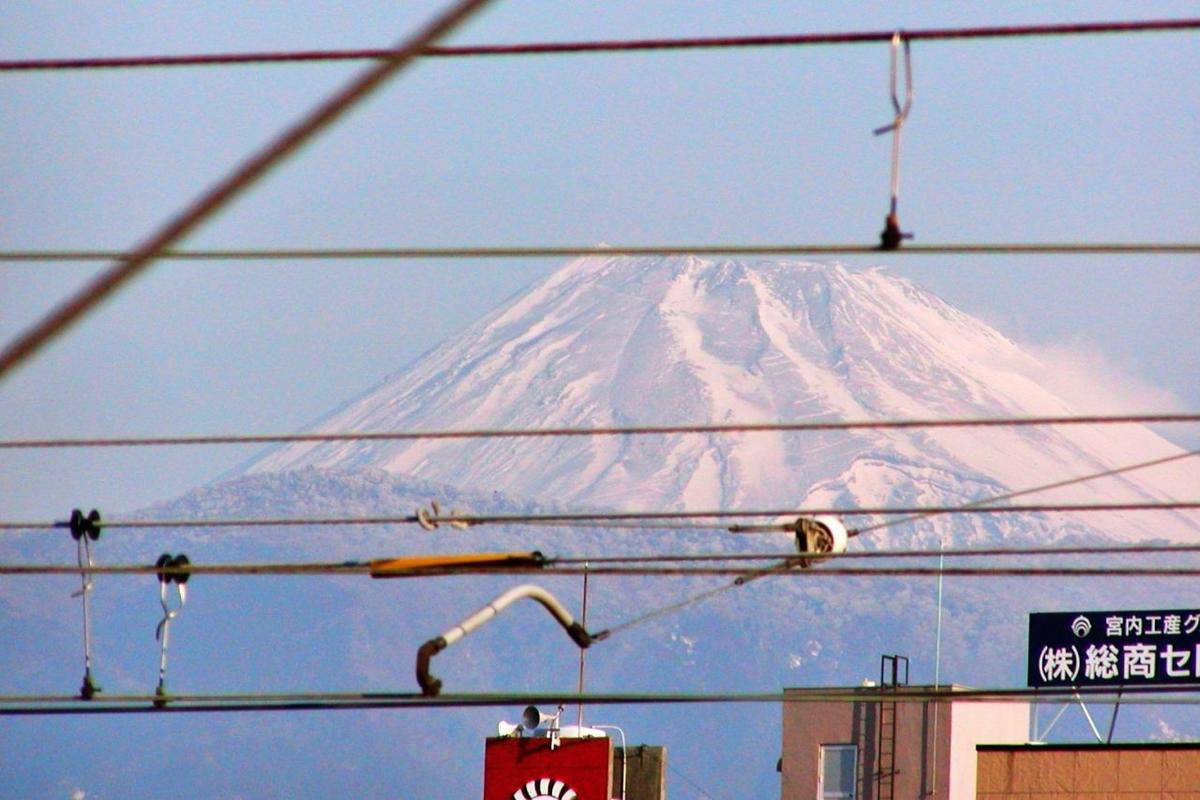 駅のホームから富士山が見えた。