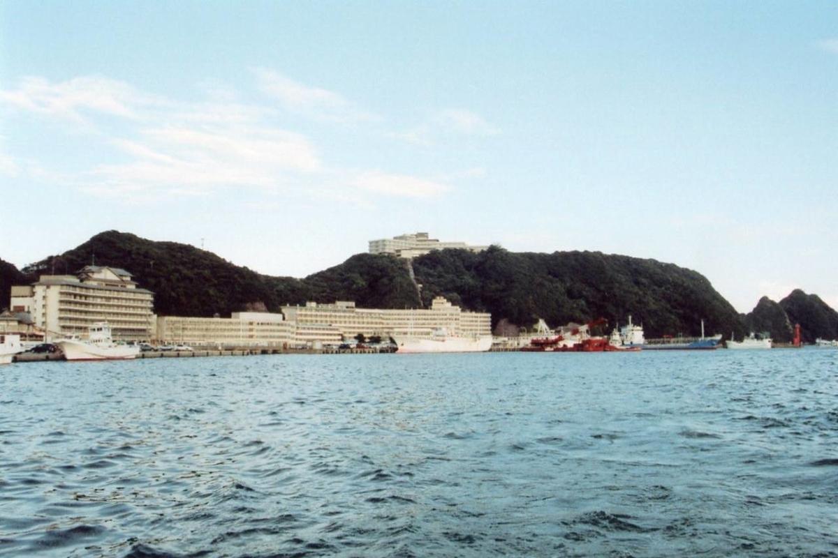 JR紀勢本線の紀伊勝浦駅(和歌山県)からフェリーに乗って「ホテル浦島」に行った