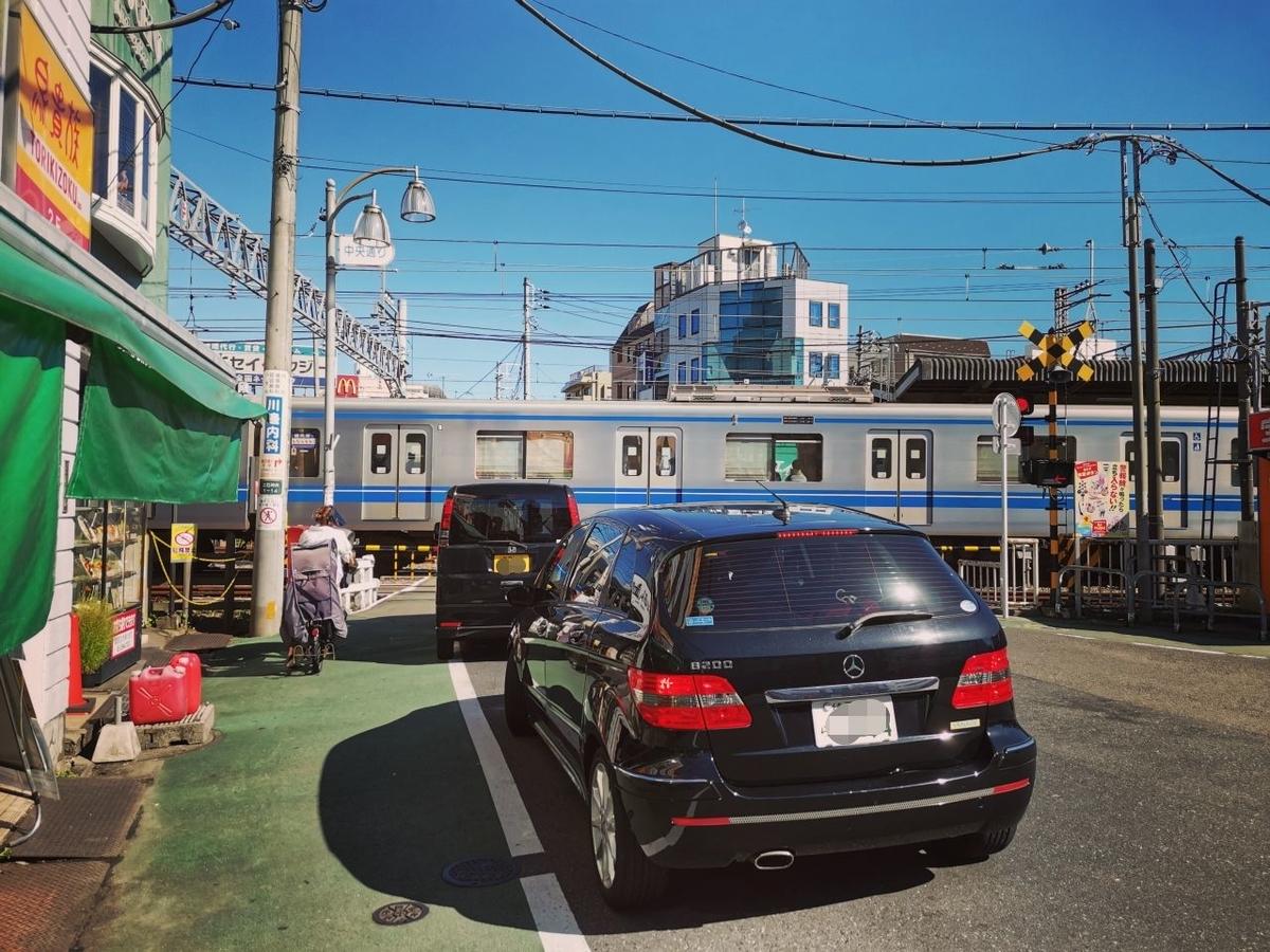 西武新宿線の上石神井駅の南口周辺の風景写真。