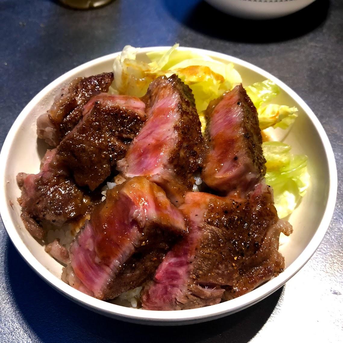 ステーキ丼 町田バーネット牧場 スキレット 料理