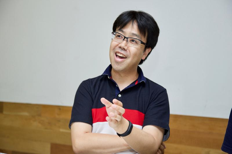 同じ趣味を持った人と出会えることのうれしさを語る臼井総理氏。