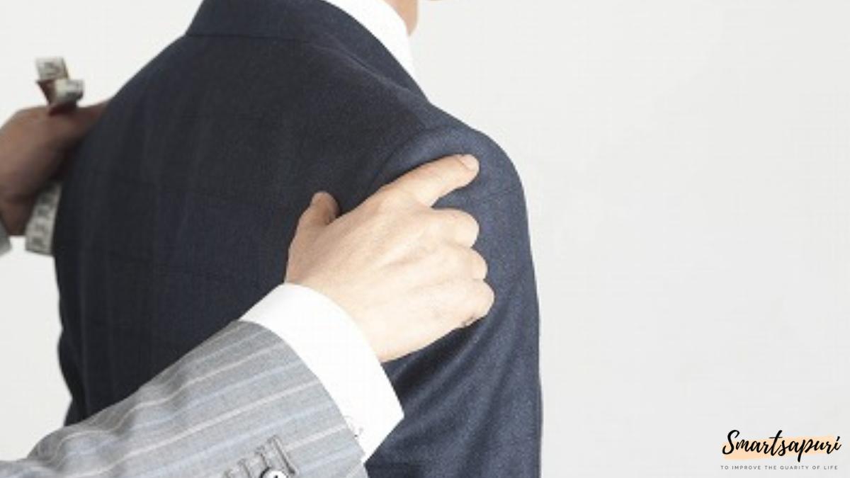 ビジネスマンのスーツを着こなすコツは肩