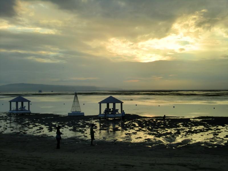 明け方の海の風景