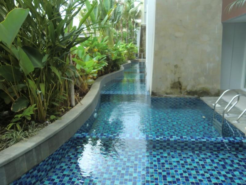 直接ホテルの部屋から出られるプール