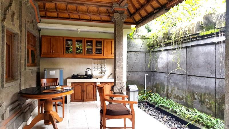 バリ島のホテル オープンエアのキッチン付き