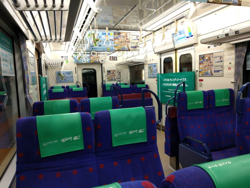 京急のウィング・シート 2席×2列の特急タイプの座席の社内