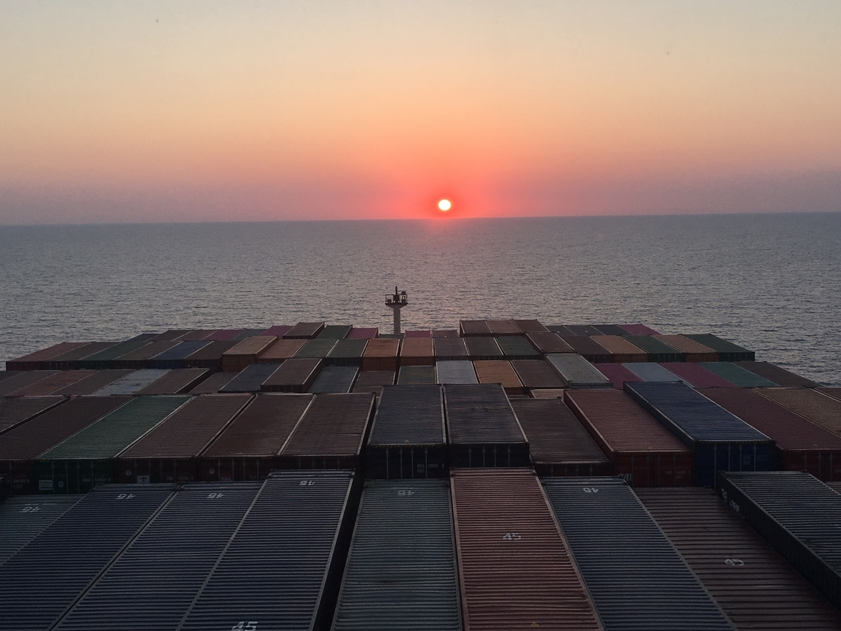 船からみた夕日