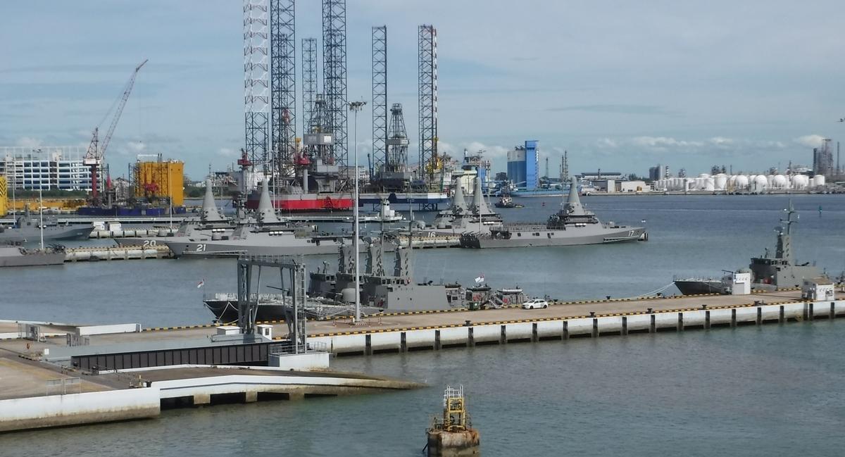 シンガポール 軍艦