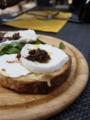 モッツァレッラ・チーズとボッタルガのブルスケッタ