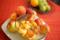 桃とネクタリンフルーツサラダ