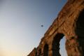 水道橋遺跡と飛行機