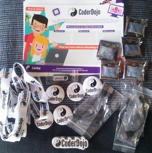 CoderDojo starter kit(micro-bitなど)がCoderDojo Foundationから届きました!