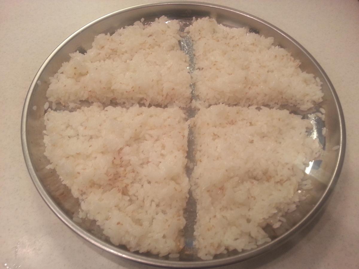 酢飯を4等分した写真