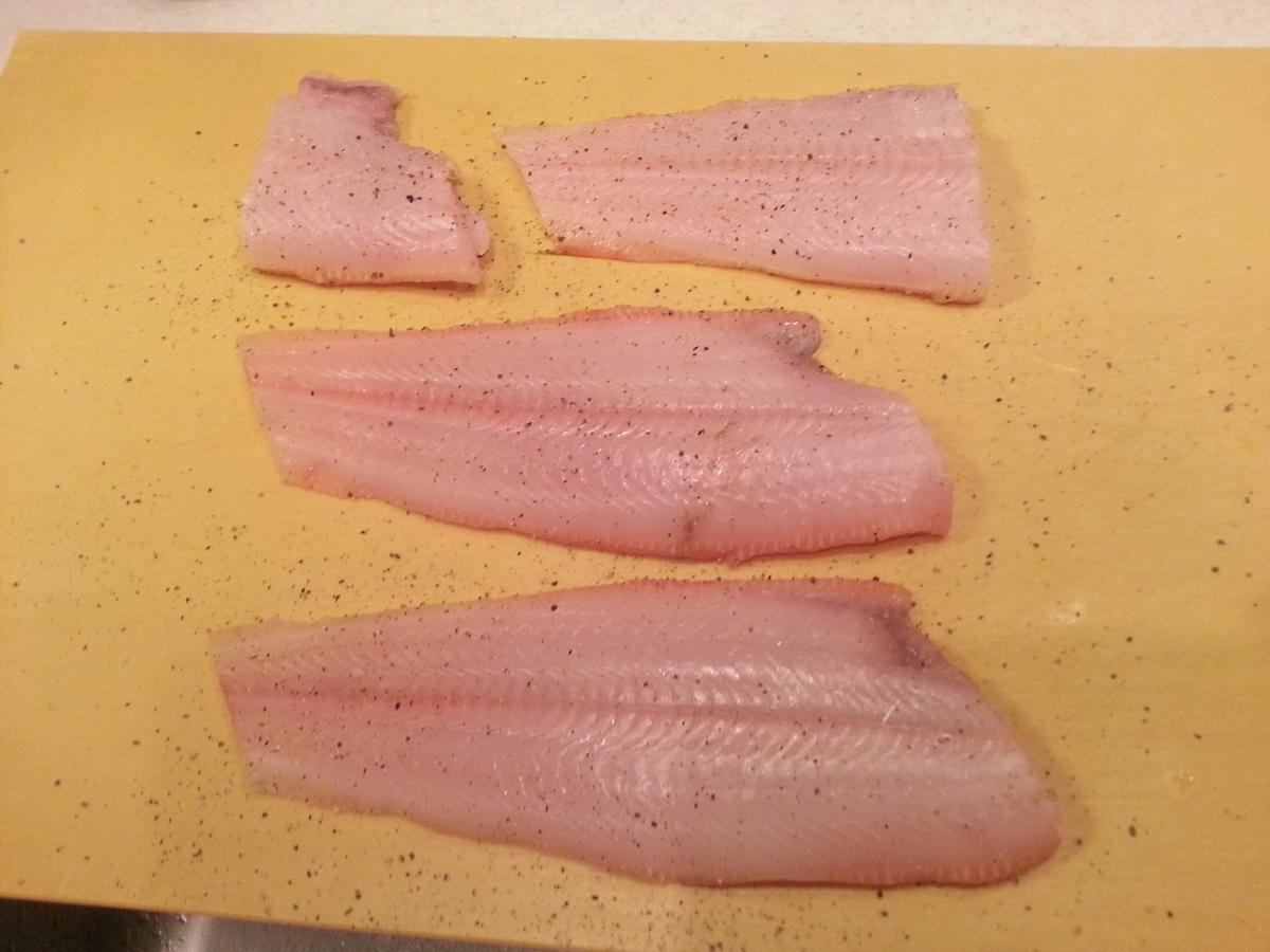 切り身に塩コショウの写真