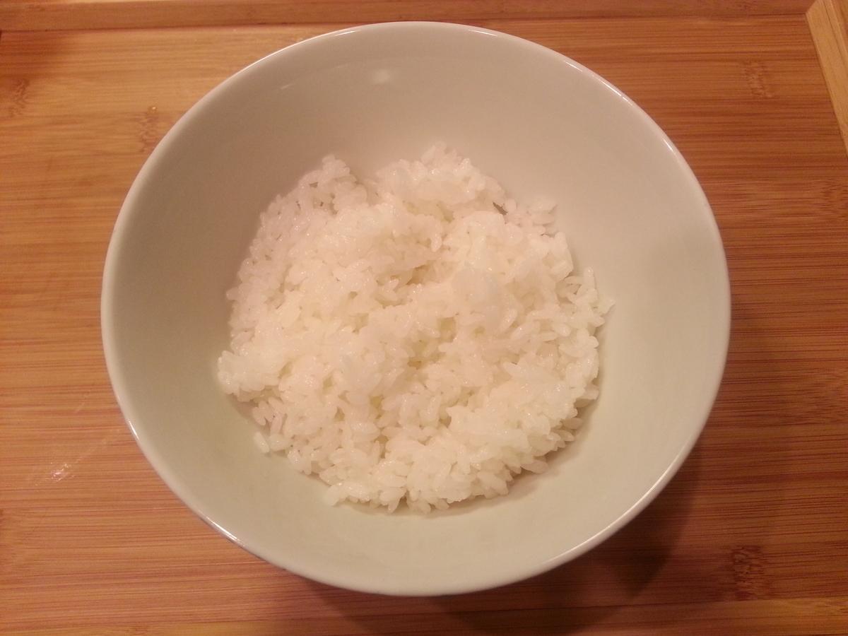 サーモン、アボカド、シラウオのユッケ丼作り方
