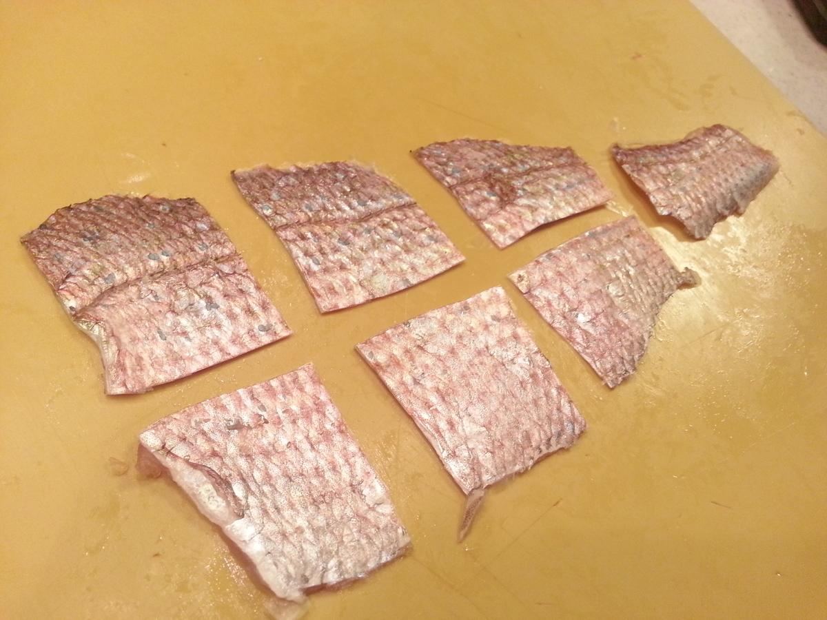 真鯛 ウロコ付き皮の唐揚げ 作り方