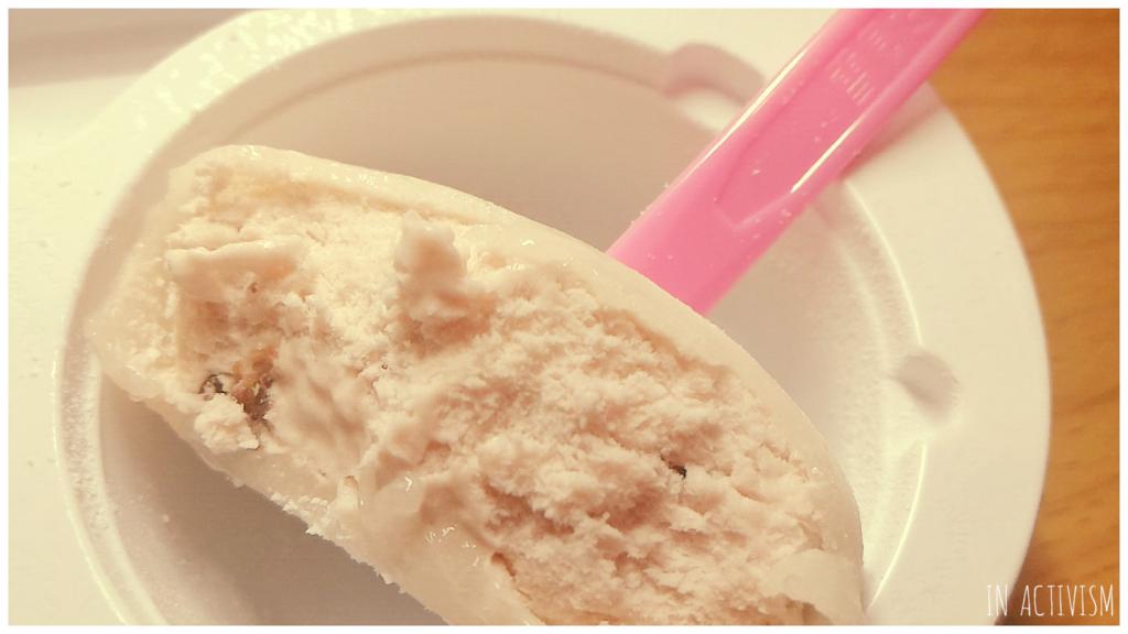 冬季に一度は食べてみたい薄紫色のアイス