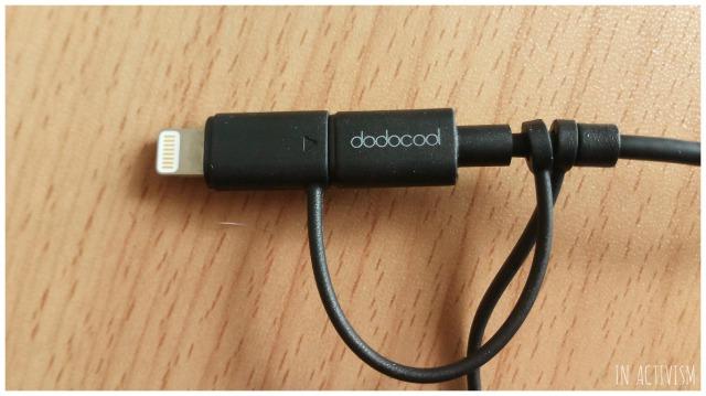 dodocool MFi認定 3in1 変換ケーブルをLightning仕様に繋いだ状態