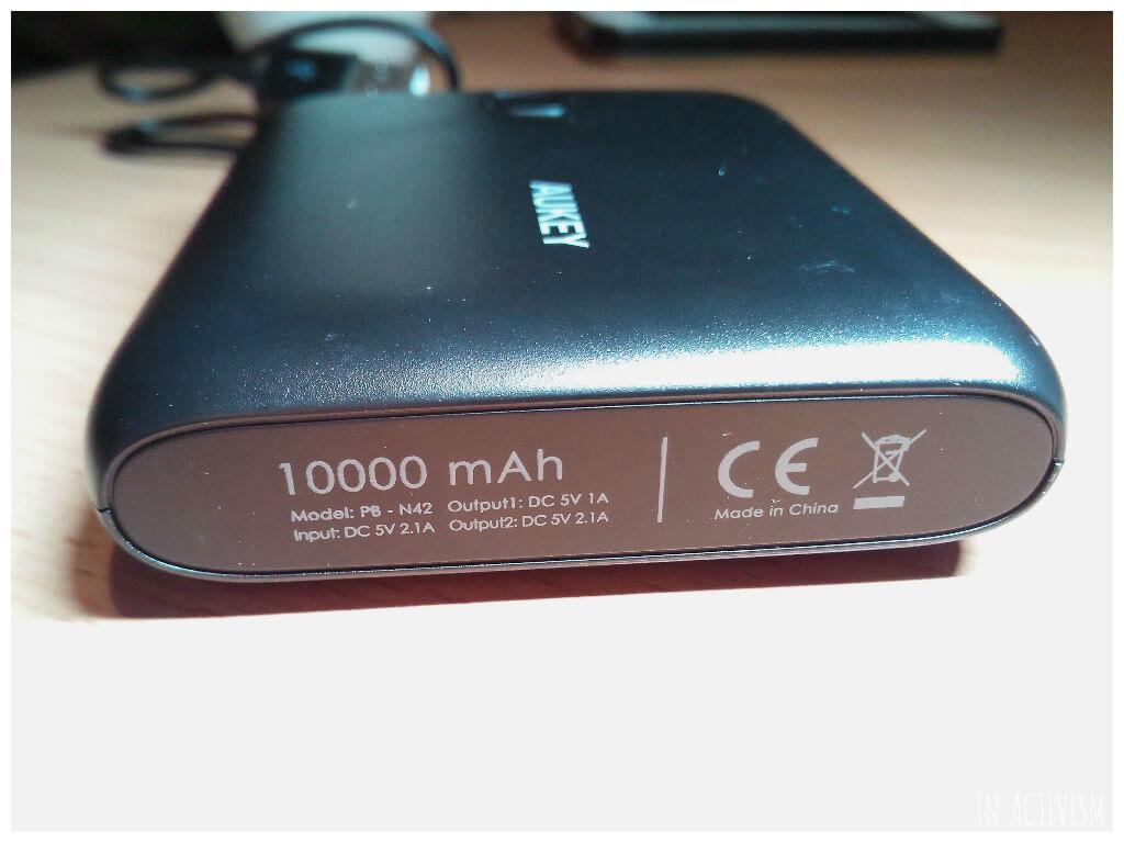 AUKEY 10000mAh モバイルバッテリー底