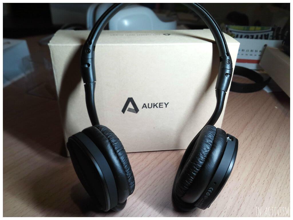 AUKEY bluetoothヘッドホン EP-B26はネックバンド型でスポーツに使える