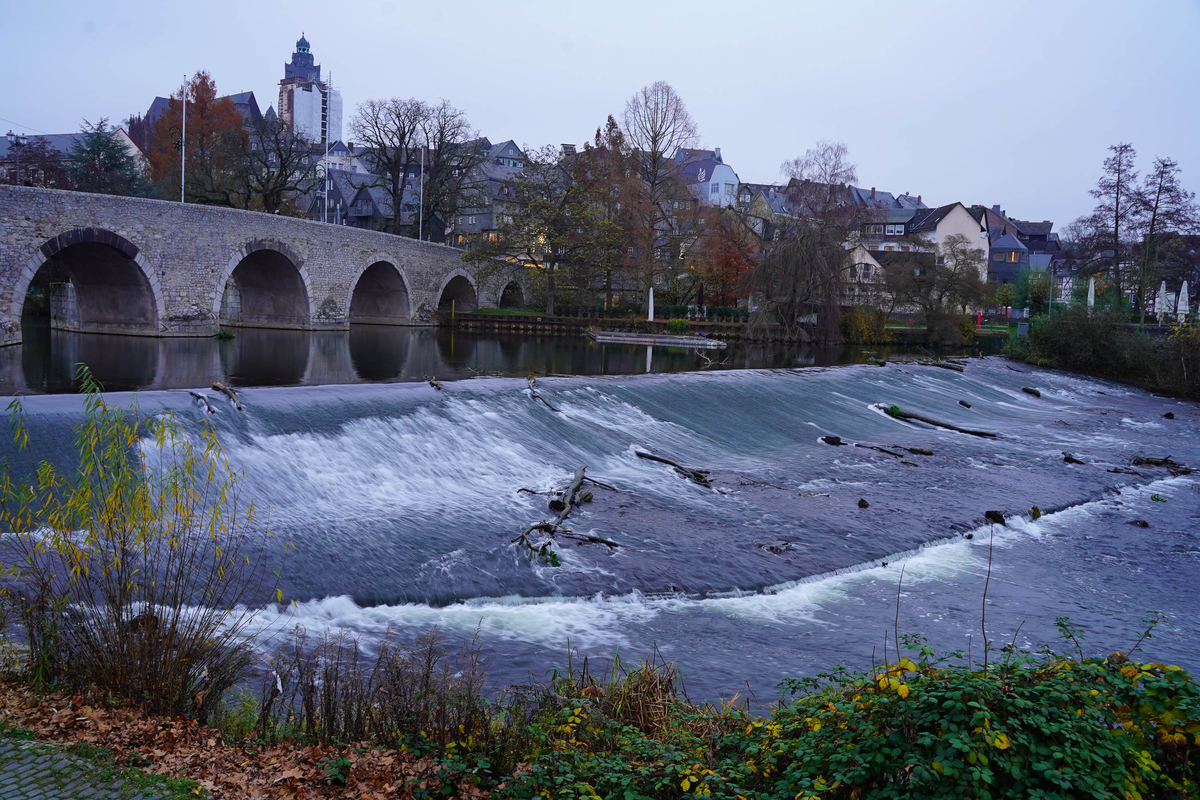 ラーン川。この石橋のあたりは夏はビアガーデンの会場になる。