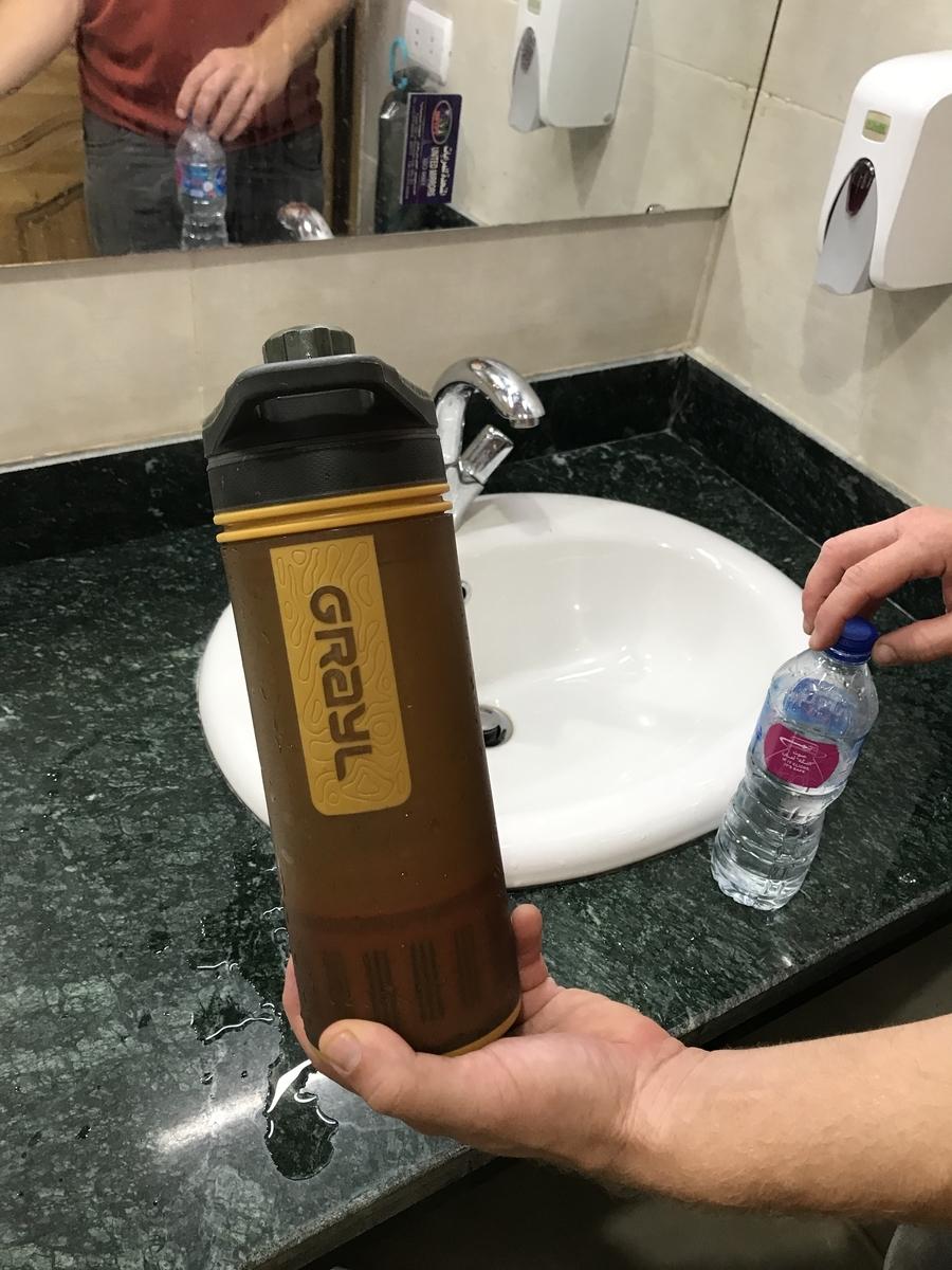 どんな水でも飲めるようにする手押し浄水器