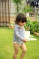 [日常][子供][芝生][緑][歩][おもしろ]
