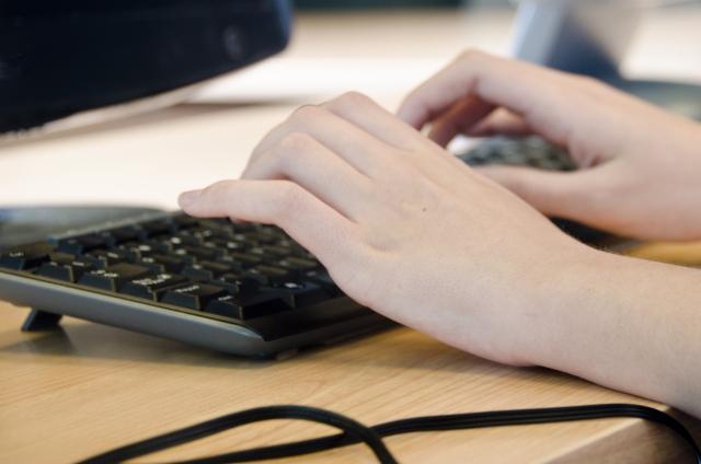 PCを触る人