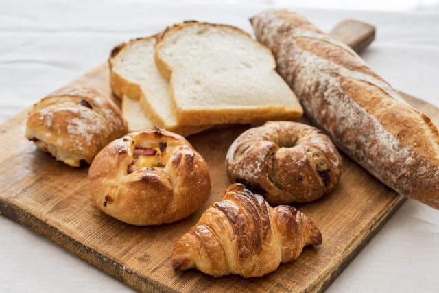 みんなも美味しい小袋パンを食べて楽しい気分になろう♪