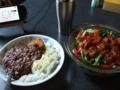 おひるごはんレタスのサラダとメンチカツカレー