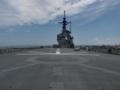 [海上自衛隊][しもきた]ヘリ甲板より艦首方向を望む。旧着艦基準線が判ります。