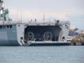 [海上自衛隊][しもきた]柏崎港に停泊中の輸送艦「しもきた」。ウェルドックを解放中。