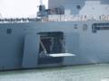 [海上自衛隊][しもきた]暑さ対策か、左舷のサイドランプも開いていました。