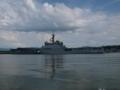[海上自衛隊][しもきた]観光遊覧船より「しもきた」を望む。
