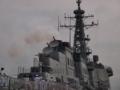[海上自衛隊][ちょうかい]機関を始動し、煙突から発煙する「ちょうかい」。