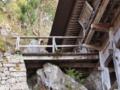 [史跡][左下観音]左下観音堂、正面入り口への橋。