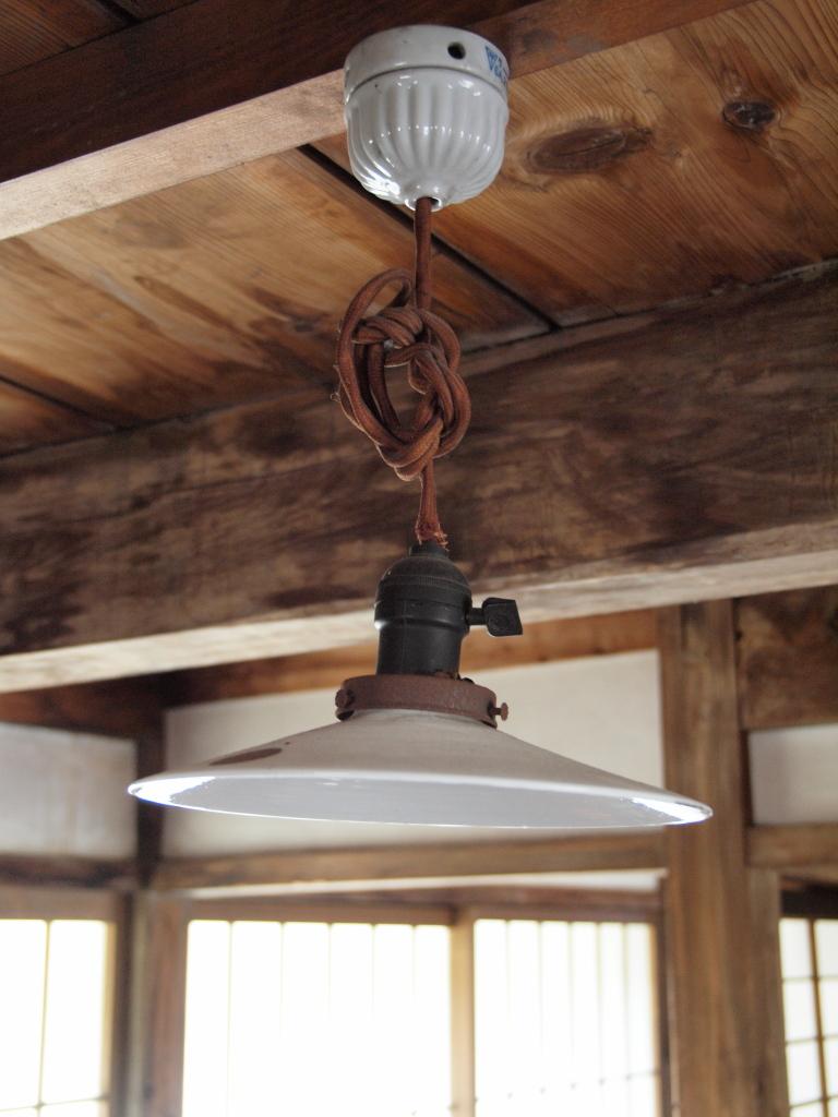 再現された山本五十六長官の生家。電球の傘。