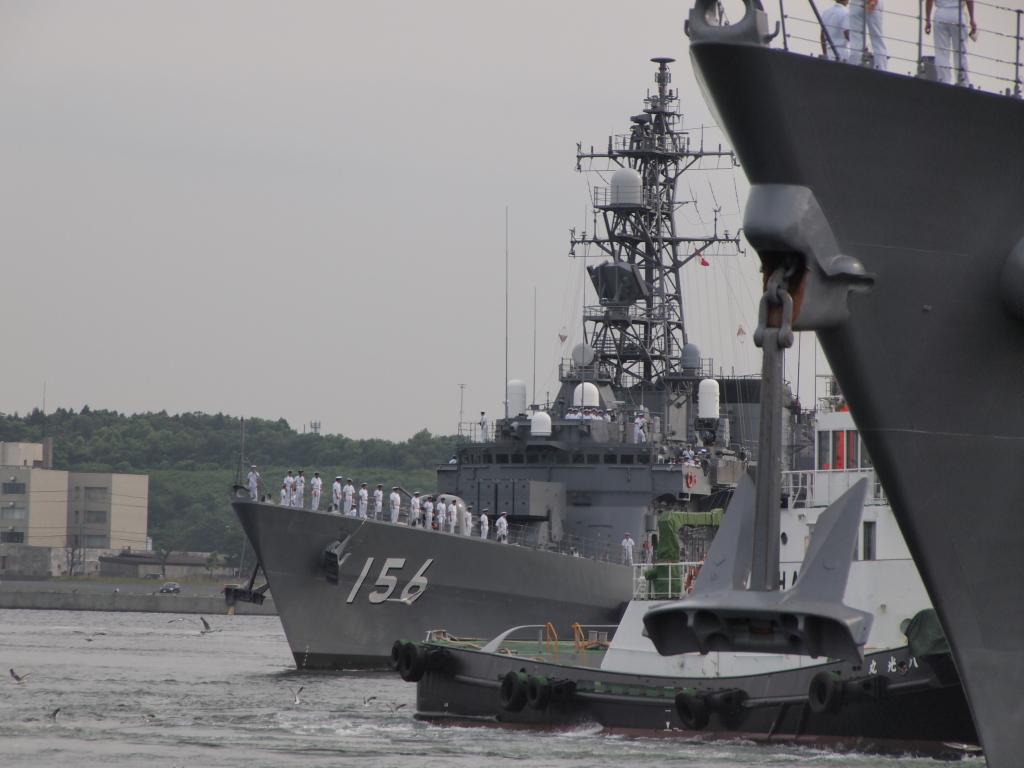 護衛艦「せとぎり」が出港していきます。 護衛艦「せとぎり」が出港していきます。  個別「[海上自